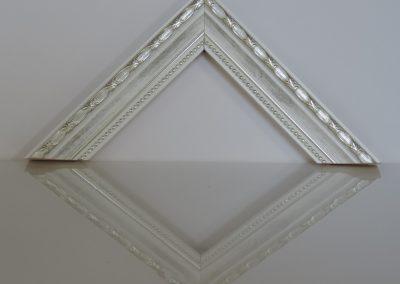Cornice Confettino bianca filo argento